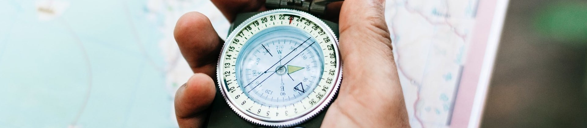Best Compasses for Hiking Reviewed in Detail