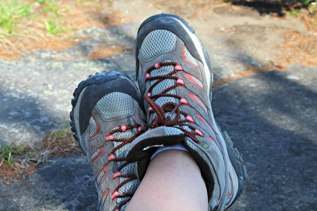 8 Best Water Shoes for Hiking - Travelling without Barriers!
