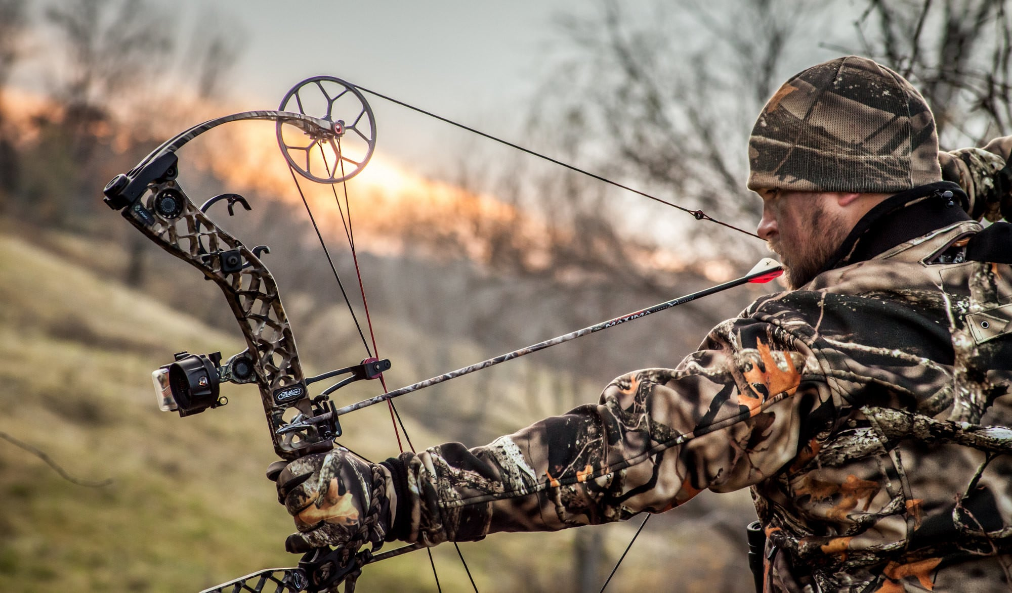 How to String a Compound Bow - Expert Guide