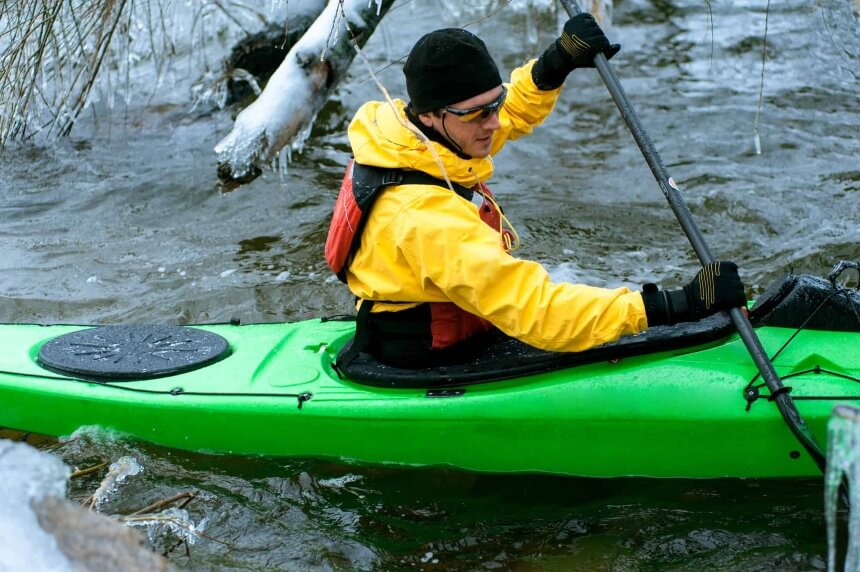 10 Best Pairs of Kayaking Gloves to Protect Your Hands Under Any Weather Conditions