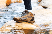 8 Best Water Shoes for Hiking – Travelling without Barriers!