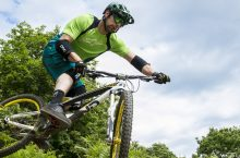 5 Sturdiest Mountain Bike Elbow Pads for Your Most Extreme Rides